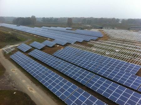 Der Solarpark Weeze im Bau (Foto: BaySolar AG)